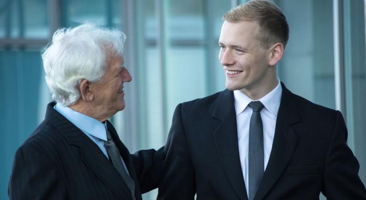Äldre chefer utvecklar bättre