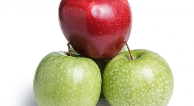 one red and three green apples in piramid, leader on top